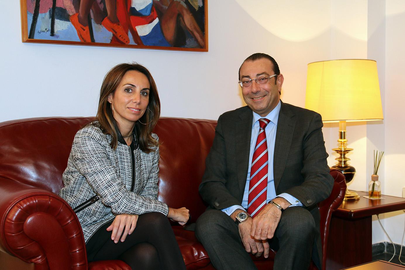 El colegio de valencia recibe a una delegaci n de mutua de for Oficina sanitas valencia