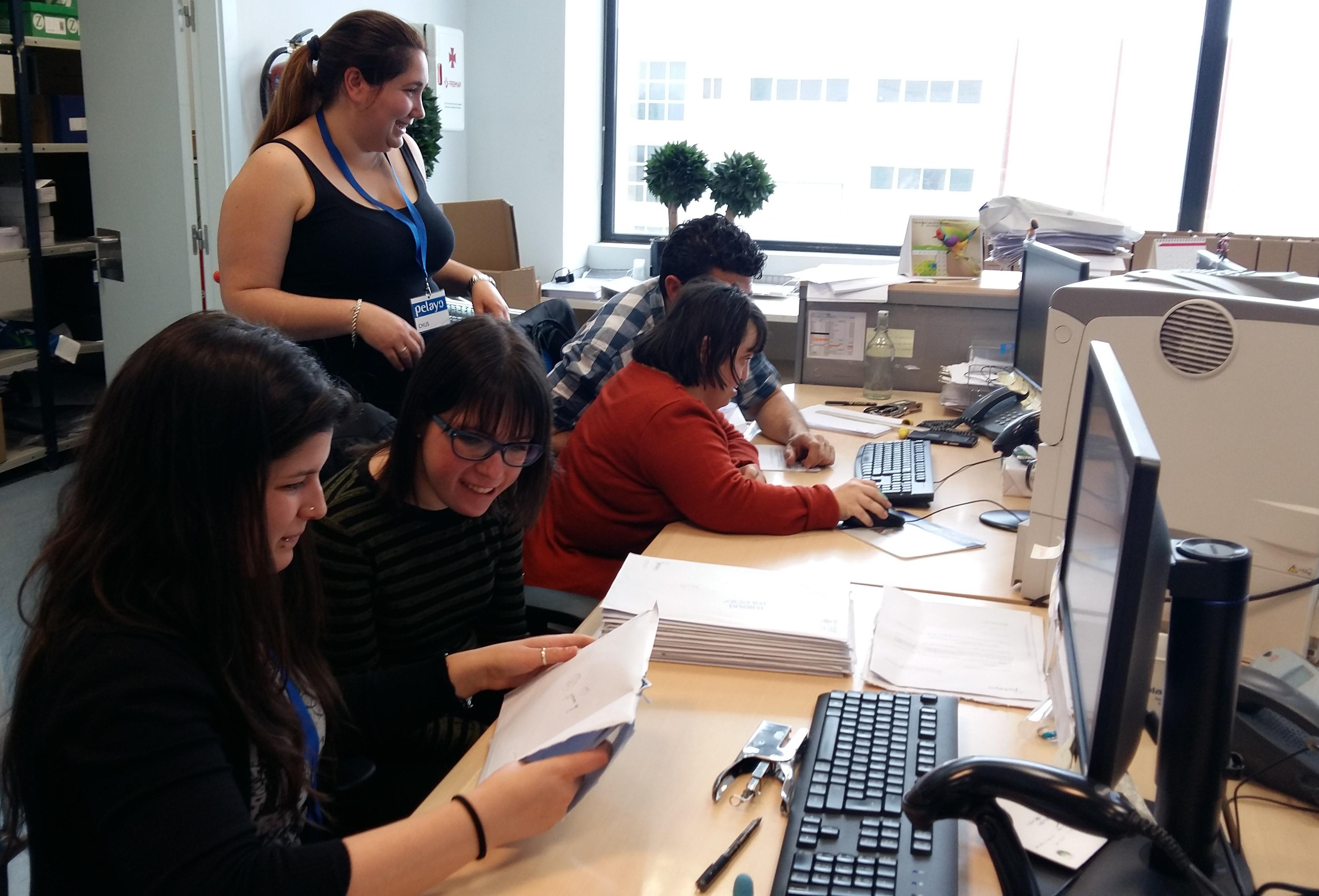 Pelayo y santaluc a introducen en el mercado laboral a for Oficinas pelayo
