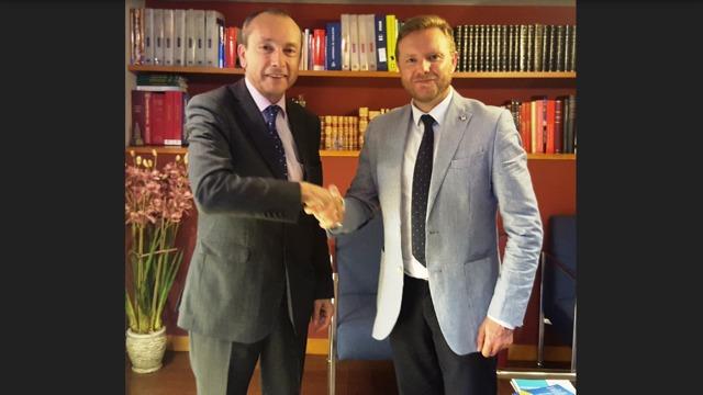 El colegio de granada firma un acuerdo con preventiva for Oficina allianz sevilla