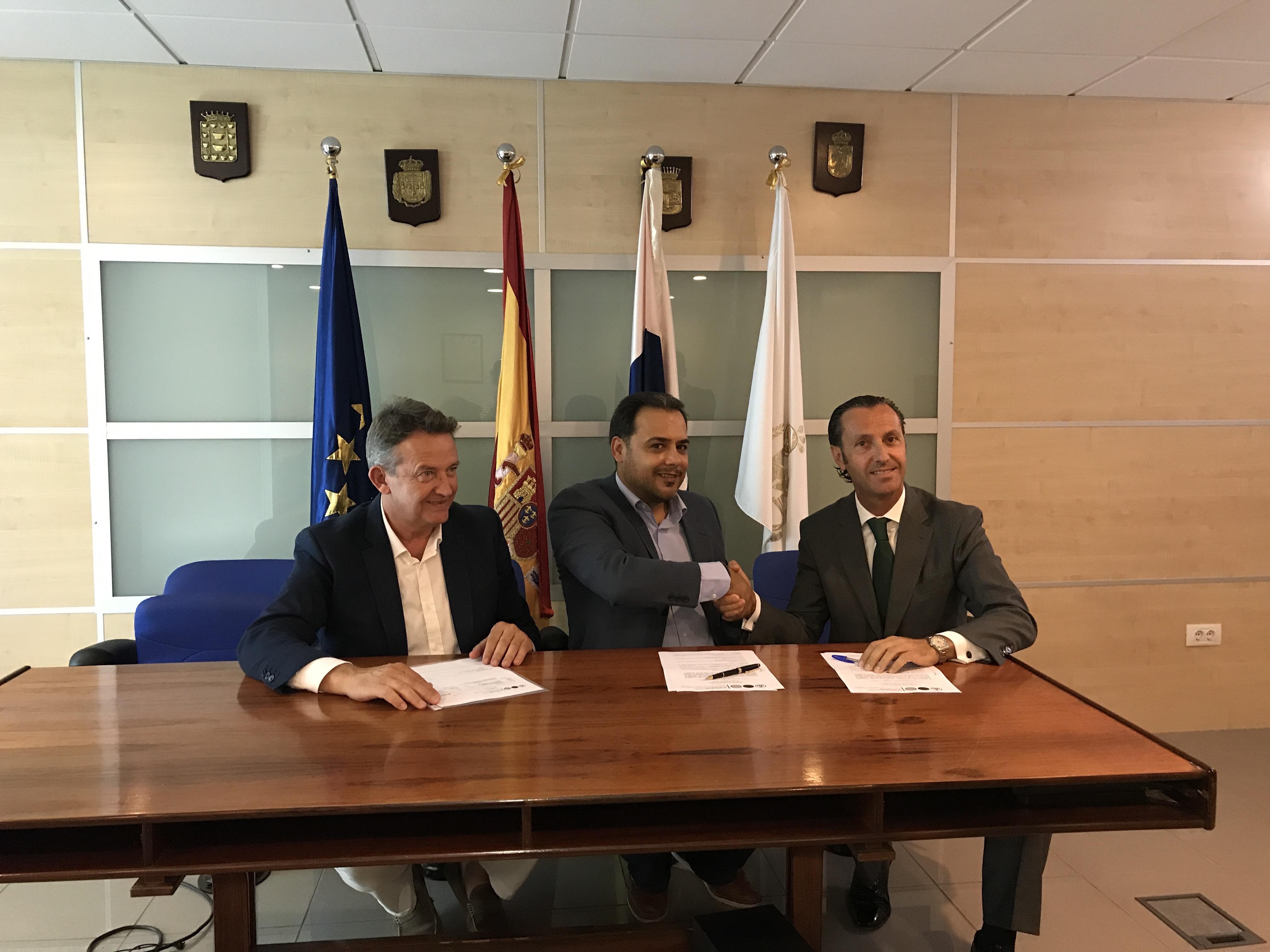 Caser y el colegio de tenerife firman un acuerdo grupo for Convenio colectivo oficinas y despachos sevilla