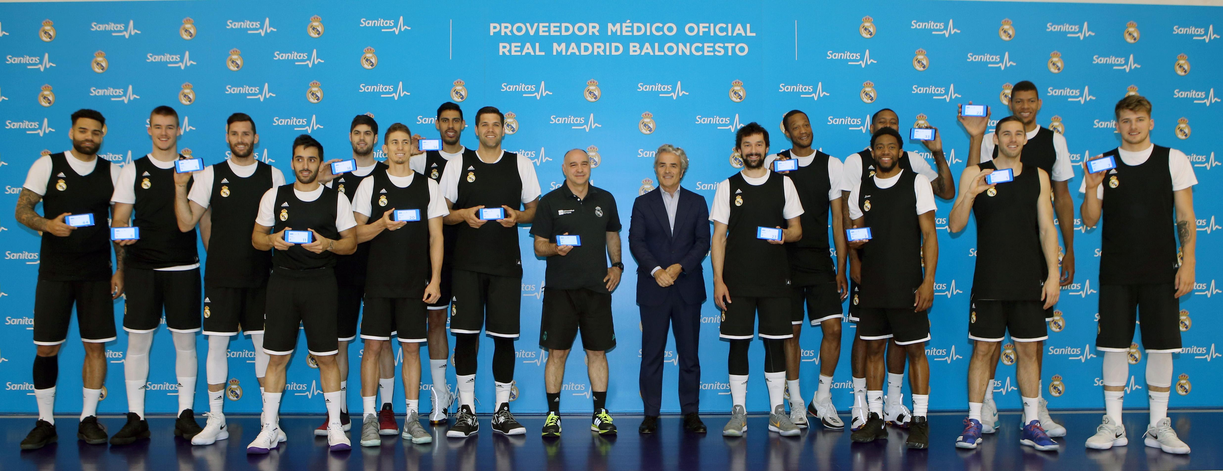 El real madrid de baloncesto recibe sus tarjetas sanitarias digitales de sanitas grupo aseguranza - Oficina sanitas zaragoza ...